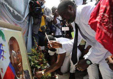 """Quién es Jimmy """"Barbecue"""" Cherizier, el expolicía que se convirtió en el pandillero más temido de Haití"""