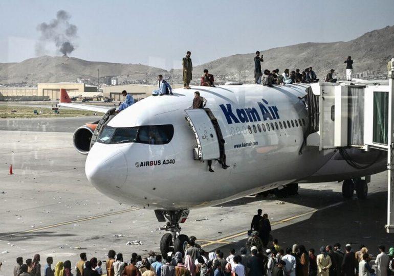 Hallan restos humanos en tren de aterrizaje de avión de EEUU que partió de Kabul
