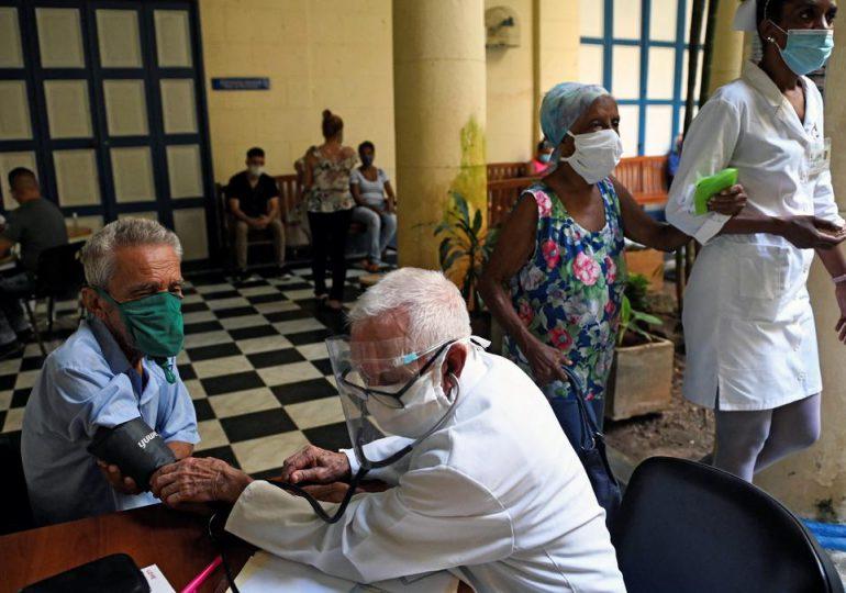 """Médicos cubanos denuncian """"colapso"""" hospitalario y piden respeto a su trabajo"""
