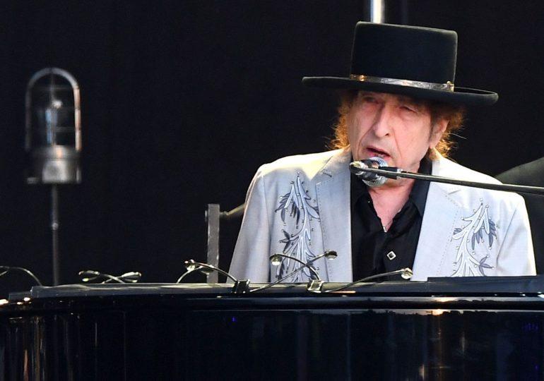 Bob Dylan demandado por presunto abuso sexual de una niña en 1965