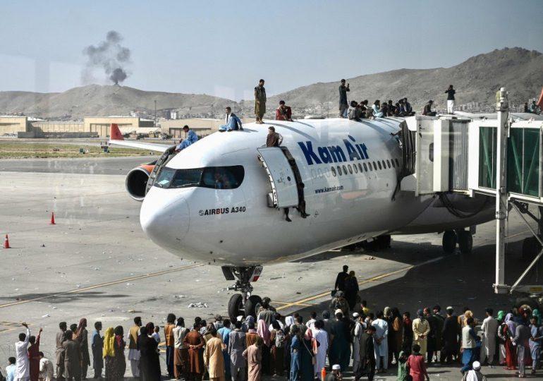 Pánico en Kabul tras toma del poder de los talibanes en Afganistán