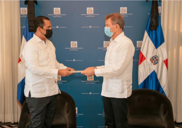 VIDEO | Cuerpo Consular acreditado en RD realiza visita al Canciller y presenta copias de estilo de su acta de elección