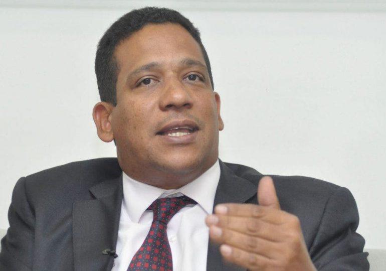 Carlos Pimentel expone ante AIRD logros alcanzados en Compras y Contrataciones Públicas
