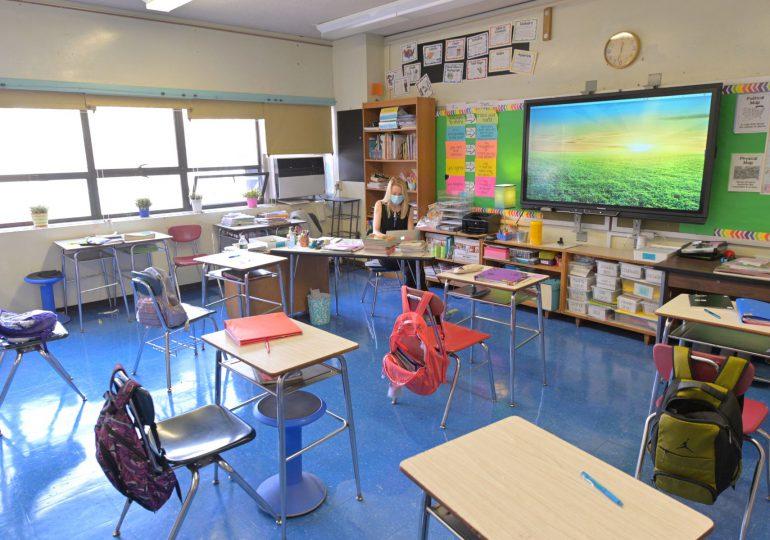El covid-19 deja más de 400 alumnos en cuarentena en un distrito escolar de Florida