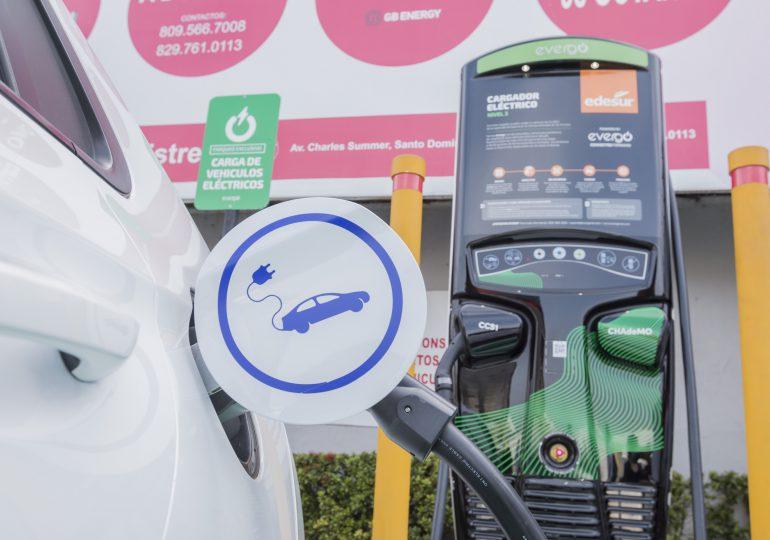 Edesur, Evergo y Texaco inauguran nuevo cargador eléctrico en Los Prados