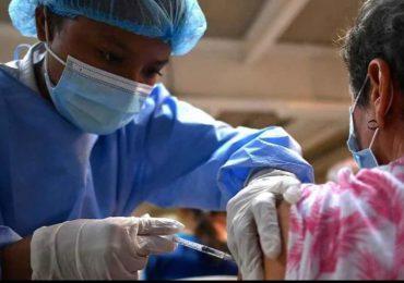 Vacunas contra covid-19 no causa infertilidad en hombres o mujeres