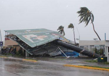Huracán Nora toca tierra en México