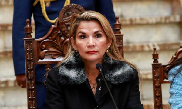 "Fiscalía de Bolivia acusa por ""genocidio"" a expresidenta Jeanine Áñez"
