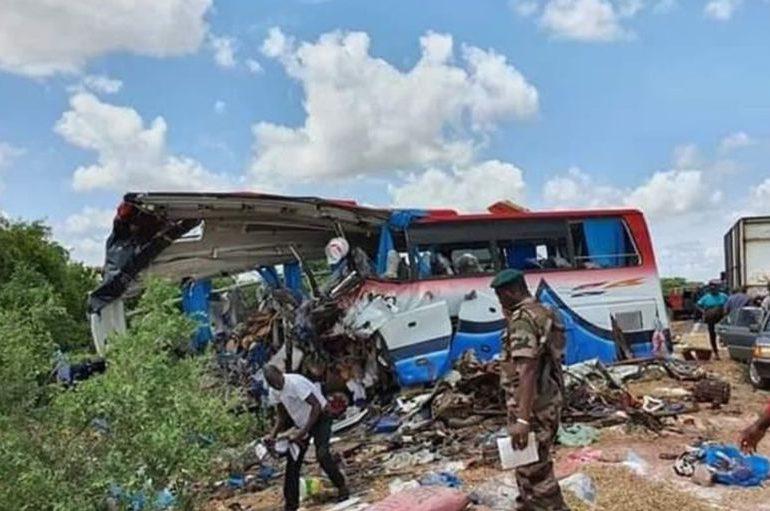 Al menos 41 muertos en choque de bus con un camión en Malí