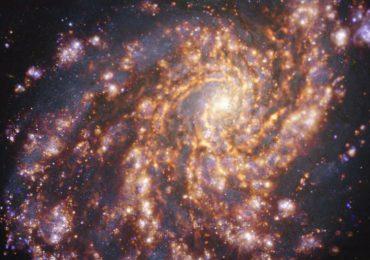 NASA captura nueva imagen de una impresionante galaxia espiral