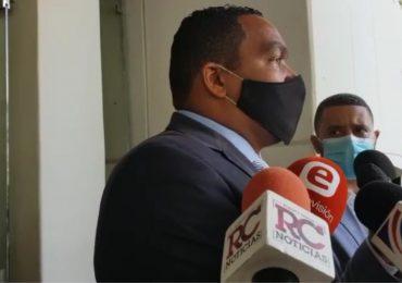 Figuras políticas acuden a solidarizarse con Ángel Rondón por la muerte de su hijo