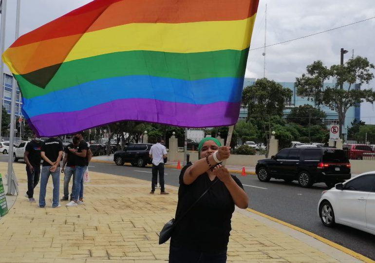 VIDEO   Comunidad LGBTIQ+ manifiestan frente al Congreso en rechazo a proyecto de Código Penal