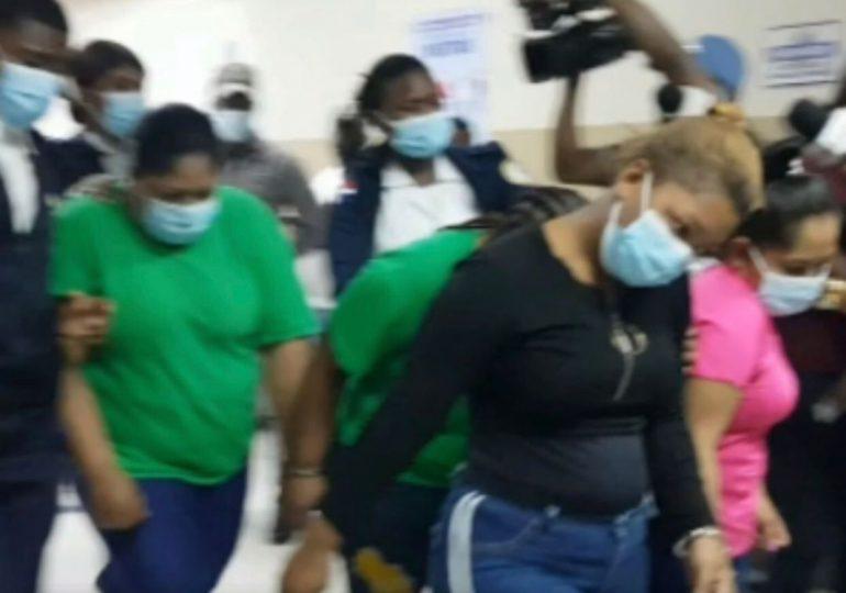 Aplazan conocimiento de coerción contra mujer acusada de quemar a su hija en SDE