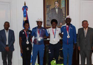 Medallistas olímpicos de Tokio 2020 fueron recibidos por el embajador dominicano en España