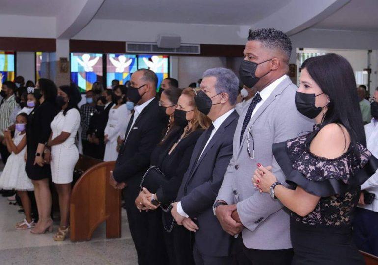 Leonel Fernández asiste a novenario de Johnny Ventura