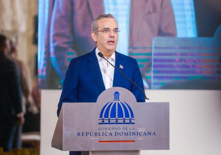 Abinader valora la incorporación de la Bolsa  de Comercio de Santiago Chile como accionista de la BVRD