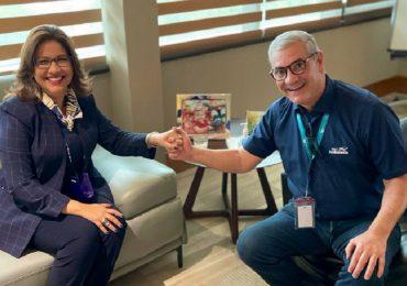 Margarita Cedeño y Gonzalo Castillo comparten un café