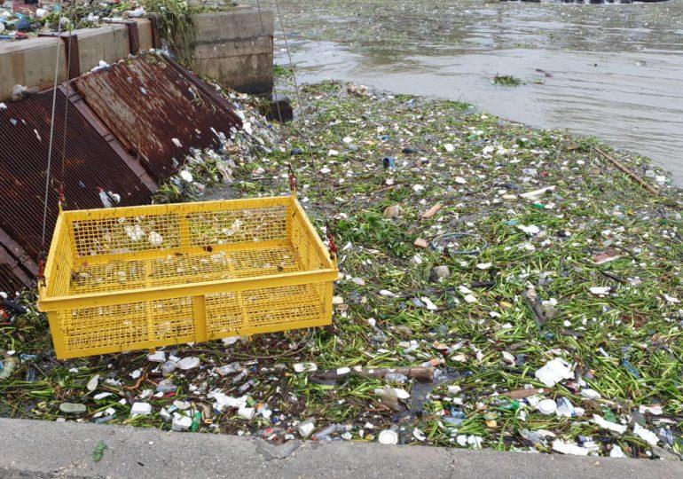 Videos | Unidades de ITABO son afectadas por toneladas de basura en la toma de agua