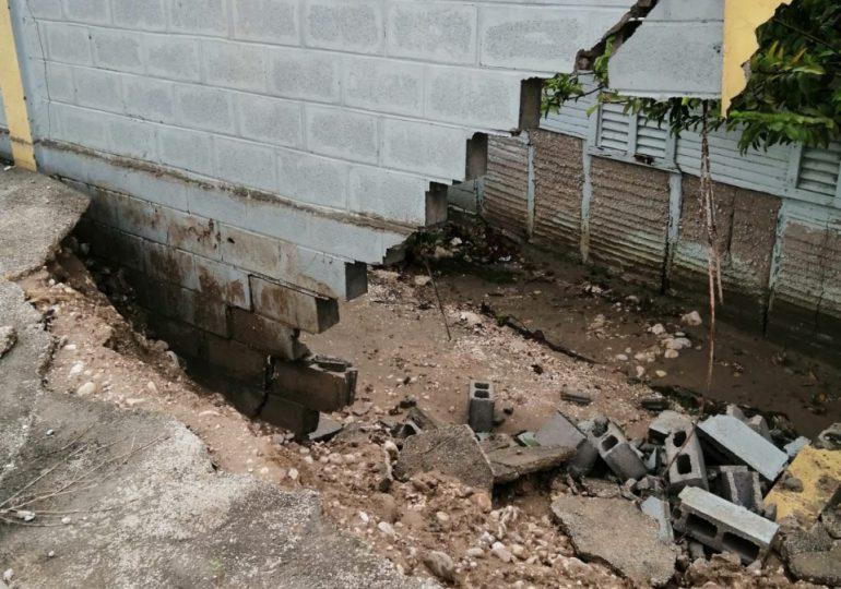 Fred ocasiona daños en escuelas de Santo Domingo, Yamasá y Neyba; Minerd repara