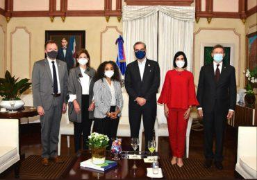 Abinader se reune con jefa de gabinete de la primera dama de los EEUU