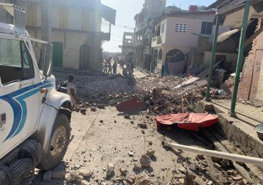 Cifra de muertes por terremoto en Haití sube a 724 mientras se acerca tormenta tropical