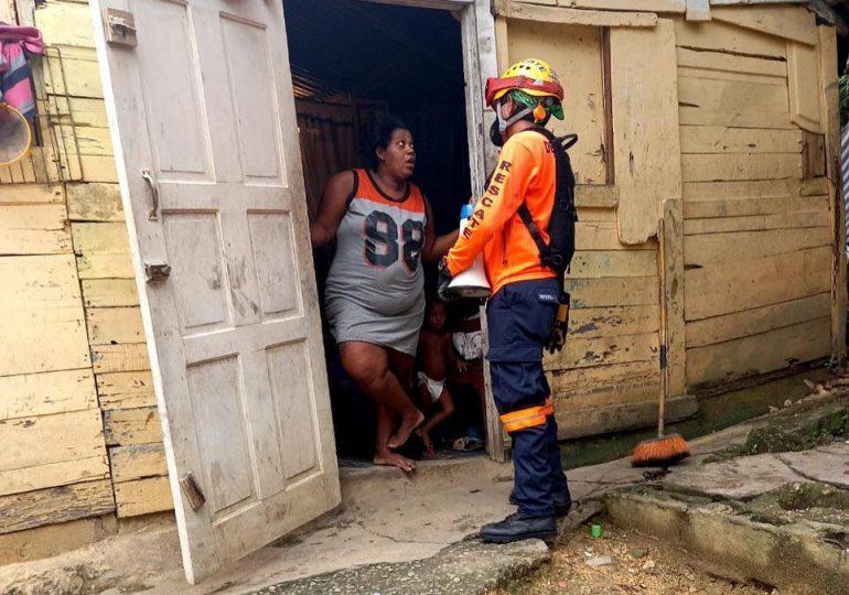 Defensa Civil realiza evacuaciones preventivas en La Zurza y Capotillo