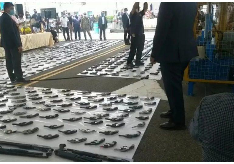 """Con armas destruidas levantarán un """"Monumento a la paz y la concordia"""""""