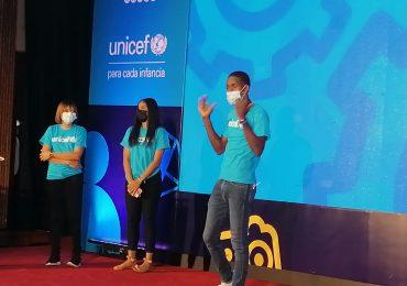 VIDEO | 1 de cada 5 adolescentes en RD usa internet siempre que lo necesita, según Unicef e Indotel