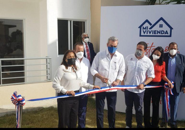 """Gobierno entrega proyecto """"Mi Vivienda, Colinas del Arroyo II"""" en Santo Domingo Norte"""