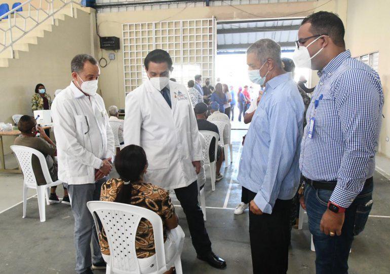 Ministro de Salud supervisa centros de vacunación en  Nagua y en Sánchez Ramírez, anuncia jornadas en 13 provincias