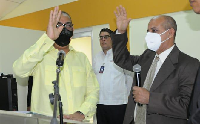 Ministro de Obras Públicas juramenta al nuevo director de Embellecimiento de Carreteras
