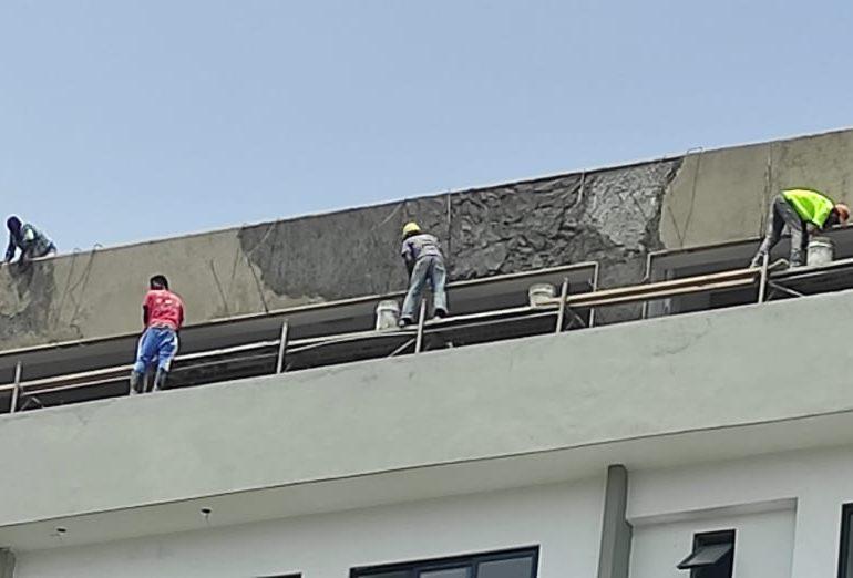VIDEO   Denuncian obreros trabajan en situaciones extremas y sin garantías de riesgo laboral