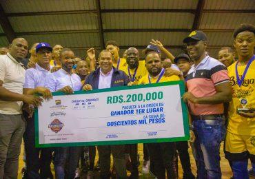 Alcalde de Santo Domingo Norte entrega 450 mil pesos en premios a ganadores de torneo de Baloncesto