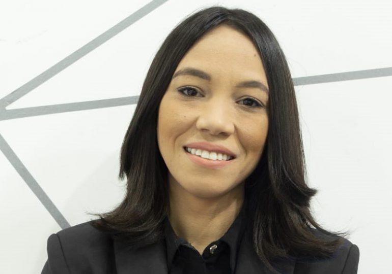 Periodista Cristal Acevedo estrena programa que combina la investigación y la opinión