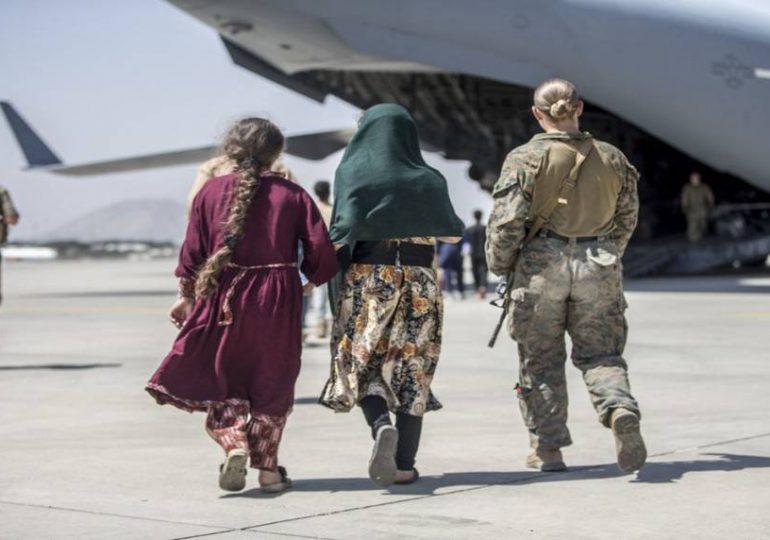 """Misión de EEUU en Afganistán está """"en vías de completarse"""" el 31 de agosto, dice Biden"""
