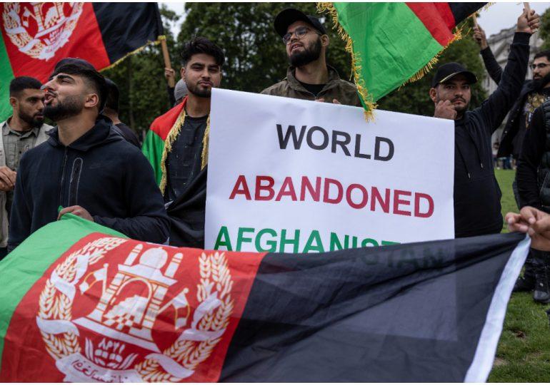 Banco Mundial suspende ayuda a Afganistán