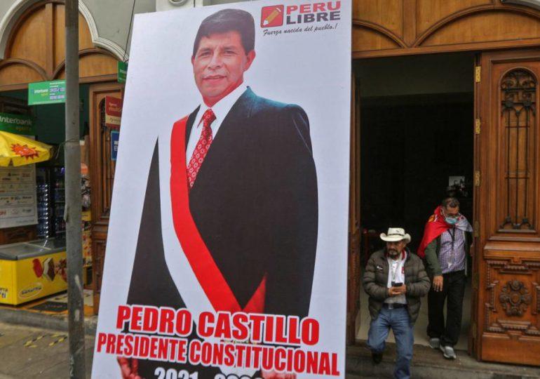 Allanan oficinas del partido del presidente de Perú por investigación sobre lavado