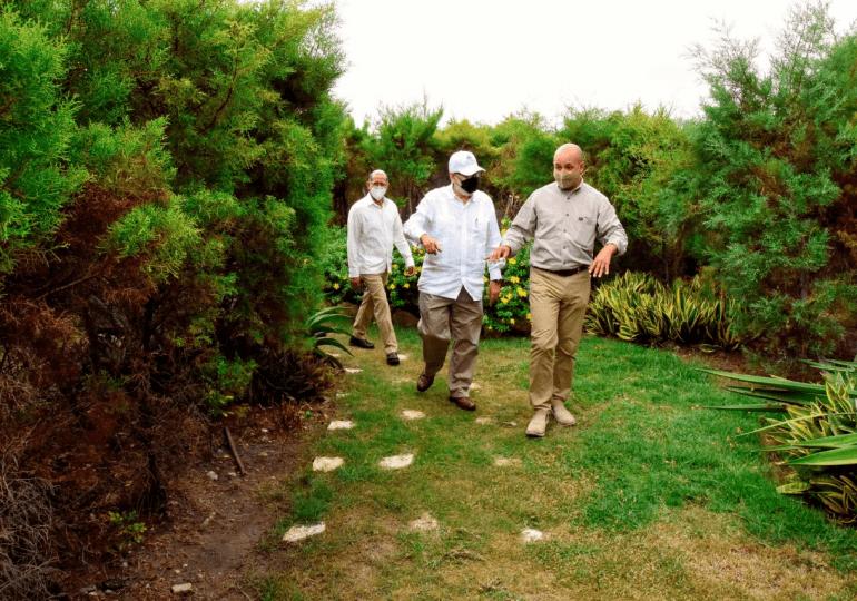 Ceara Hatton valora labor de la sociedad civil en el Jardín Botánico de Santiago, Profesor Eugenio De Jesús Marcano Fondeur