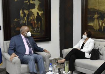 VIDEO | Roberto Fulcar recibe visita de la exministra de Educación, Josefina Pimentel