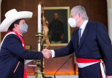 Pedro Castillo nombra a diplomático de carrera como nuevo canciller de Perú