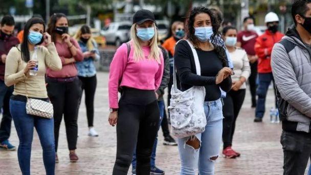 Pueblo de Colombia impone el encierro a los antivacunas contra el covid