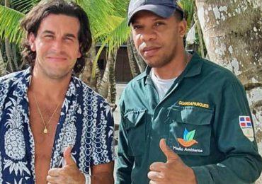 Mario Casas participa en jornada de restauración ecológica durante su visita en RD