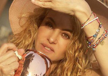 Paulina Rubio disfruta espectaculares vacaciones por Grecia