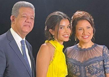 Margarita y Leonel celebran juntos los logros de su hija Yolanda