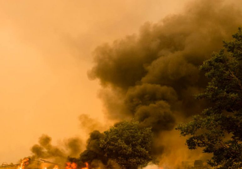 Nuevo incendio forestal explota cerca de la capital de California