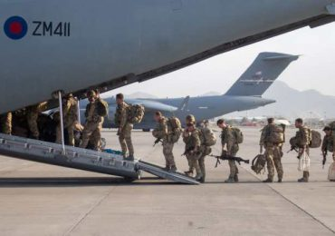 Reino Unido evacua todas sus tropas de Afganistán pero dejó atrás a cientos de afganos