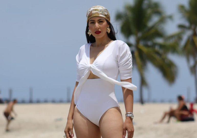 Colección de trajes de baño de Sharmin Díaz llega a portada de revista de NY