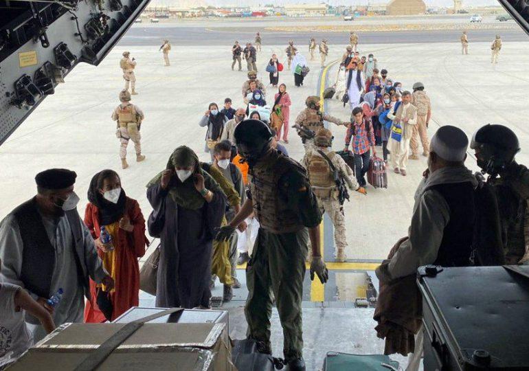 Las evacuaciones siguen en el aeropuerto de Kabul