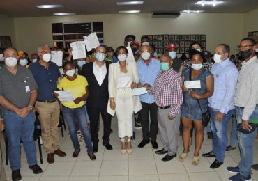 Gobierno entrega RD$ 21 millones a porcicultores de Montecristi y Dajabón afectados por peste porcina africana