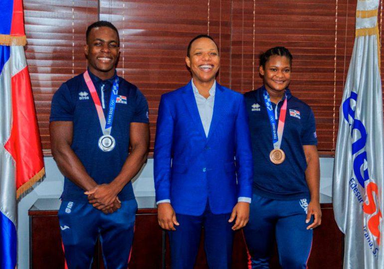 Medallistas olímpicos Zacarías Bonnat y Crismery Santana visitan instalaciones de Edesur